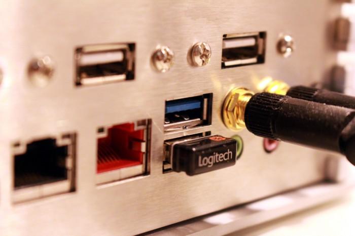 Der Logitech-USB-Dongle sollte so weit wie möglich von einem USB-3.0-Port platziert werden.