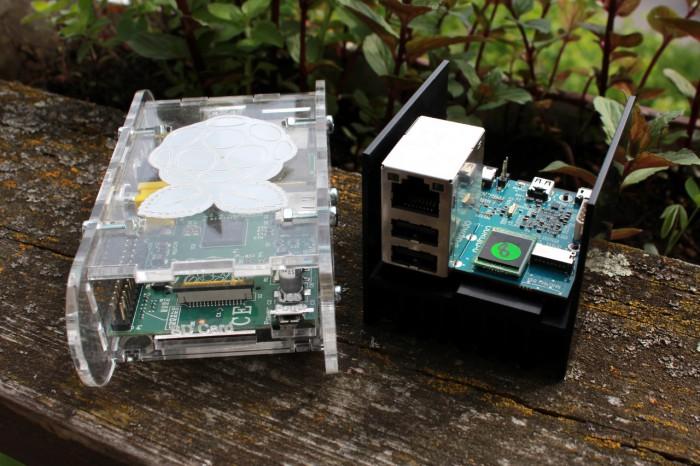 Odroid und Raspberry Pi, auf dem Odroid steckt jedoch eine Quad-Core-CPU mit 1,7 GHz und 2 GByte Arbeitsspeicher.