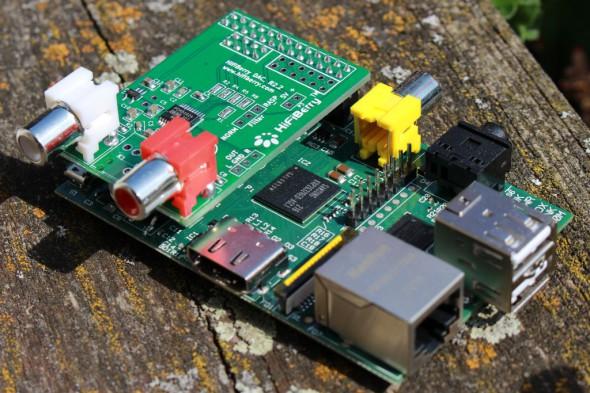 Der HifiBerry leitet ordentlich Sound per Cinch oder S/PDIF zur Stereoanlage.