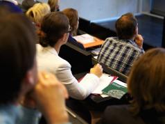 Vorlesung Hörsaal Studenten