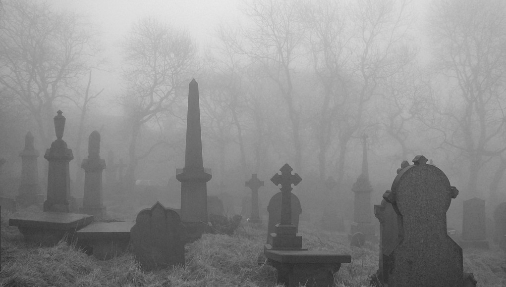 Gräber im Nebel