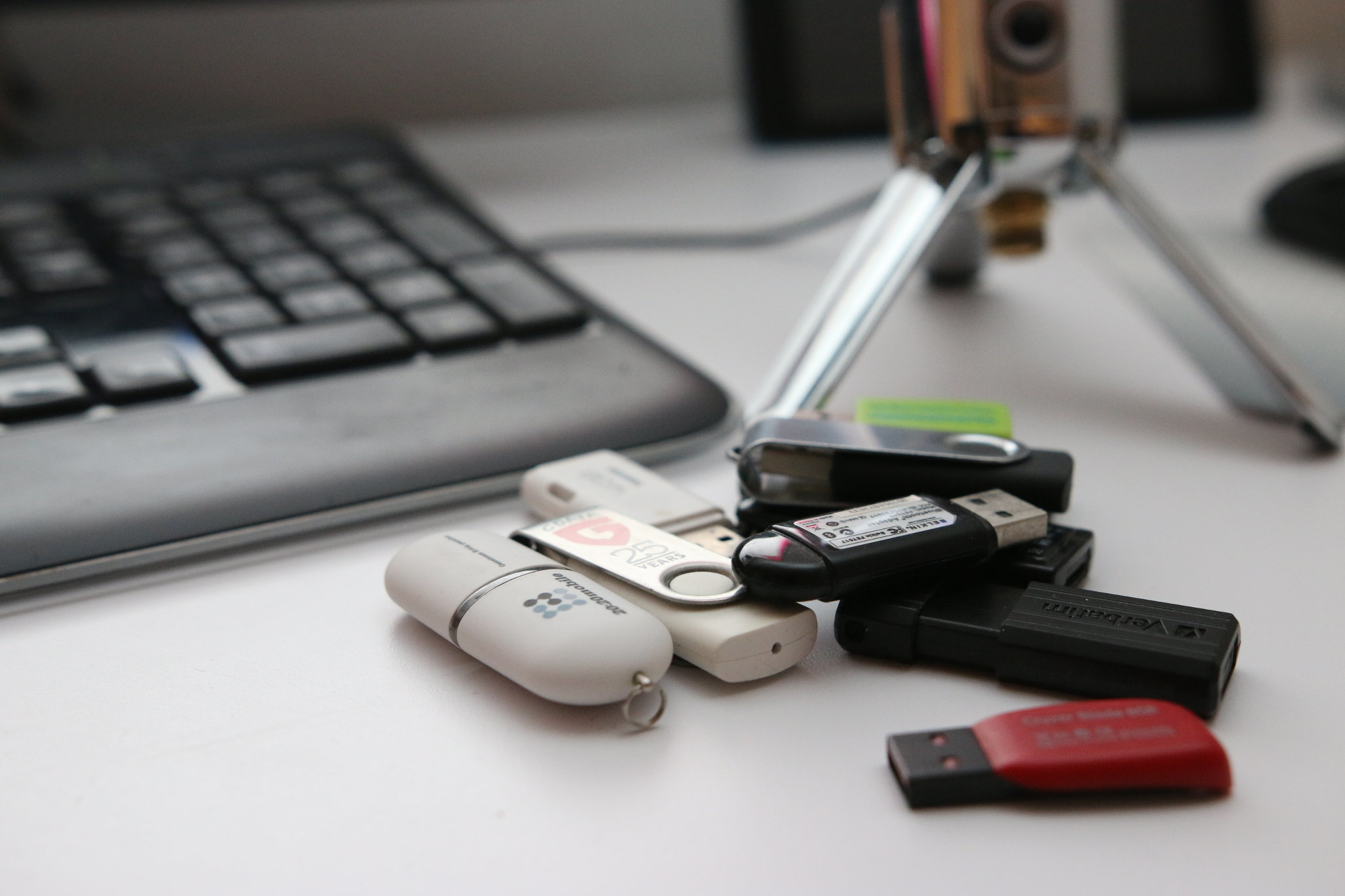 how to delete linux from usb stick
