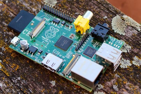Für den Raspberry Pi braucht ihr mindestens Speicherkarte, Netzteil und HDMI-Kabel.