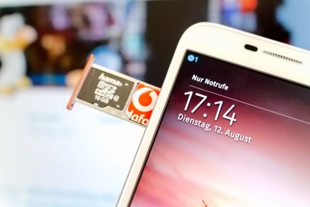 In der Schublade findet neben der Micro-SIM auch eine Speicherkarte Platz.