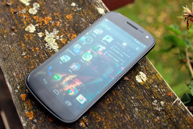 Mein Galaxy Nexus hat drei Jahre Dauernutzung ohne große Schäden überstanden.