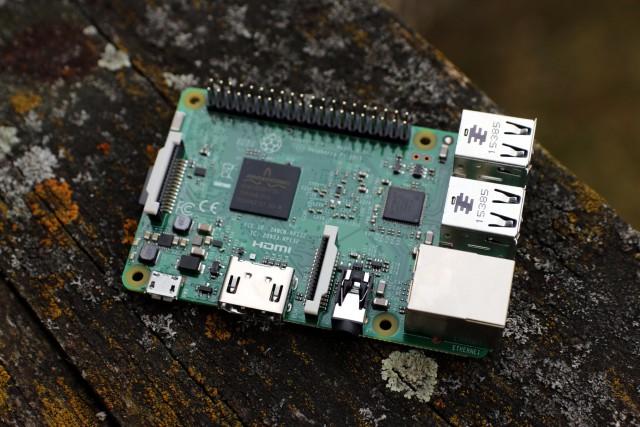Der Raspberry Pi 3 verfügt über integriertes Bluetooth und WLAN.