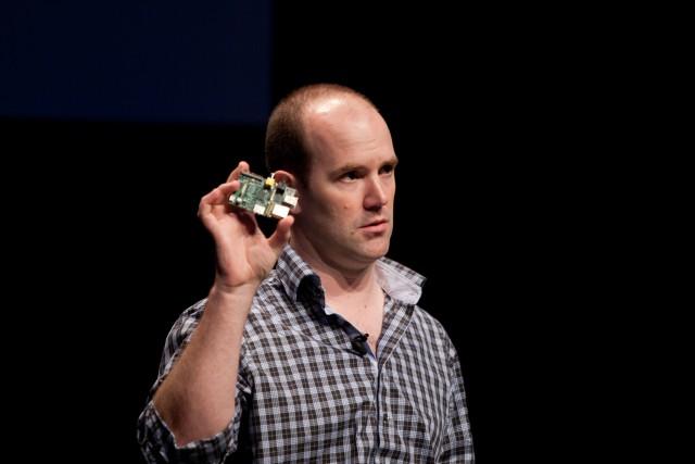 Eben Upton bei einer Präsentation des ersten Raspberry Pi (PopTech, Flickr, CC-BY-SA).