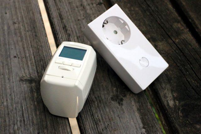 Der Gewinner des ersten Hauptpreises erhält auch diese zwei Z-Wave-Komponenten.