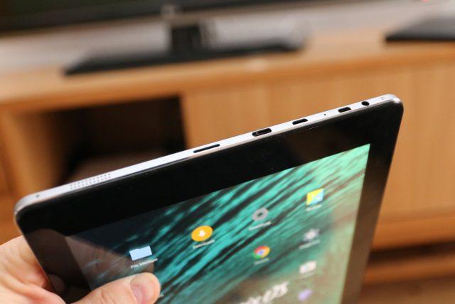 MicroSD, USB Type-C, Micro-USB, Audioausgang und theoretisch ein Dockingport für eine physische Tastatur.